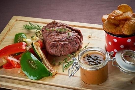 Goveji steak v poprovi omaki