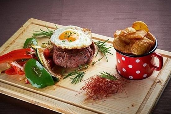 Goveji steak z jajčko
